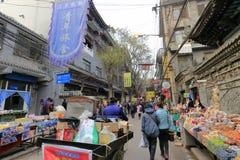 在xian hui ` s穆斯林街道,多孔黏土rgb的人力三轮车 库存照片