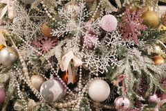 在xmas结构树的圣诞节装饰 图库摄影