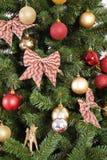 在xmas结构树的圣诞节装饰 免版税库存图片