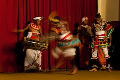 在Y的传统舞蹈展示 M B A 霍尔在康提,斯里兰卡 免版税库存图片