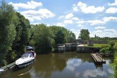 在Yalding肯特英国附近的河梅德韦 图库摄影