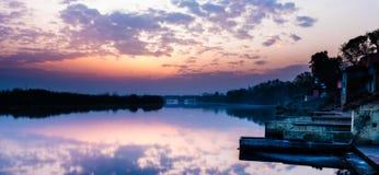 在Yamuna Ghat的日出 免版税库存照片