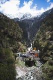在Yamunotri, Garhwal喜马拉雅山,乌塔尔卡斯希Dis的Yamunotri寺庙 免版税库存照片