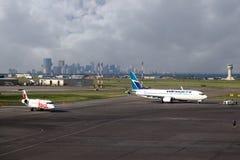 在YYC卡尔加里国际机场的飞机 图库摄影