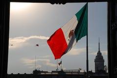 在Zócalo的墨西哥国旗在墨西哥城 免版税图库摄影