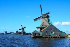 在Zaanse Schans,荷兰的风车 图库摄影