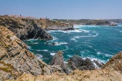 在Zambujeira附近的全景沿海看法毁损,肋前缘Vicentina,葡萄牙 库存照片