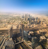 在Zayed Road回教族长摩天大楼的看法 免版税库存图片