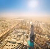 在Zayed Road回教族长摩天大楼的看法 免版税库存照片