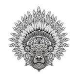 在zentangle样式的手拉的被仿造的熊在用羽毛装饰的战争b中 皇族释放例证