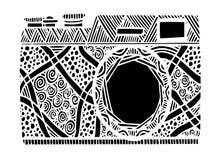 在zentangle样式的黑白减速火箭的照片照相机 免版税库存照片