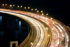 在Zhivopisny桥梁的夜交通 免版税库存照片