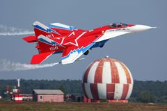 在Zhukovsky的米高扬Gurevich MiG29OVT 156白色在MAKS-2011期间 免版税库存图片