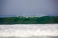 在Zicatela墨西哥管道埃斯孔迪多港墨西哥的波浪 库存照片