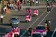 在Zocalo的周期出租汽车在墨西哥城 库存照片