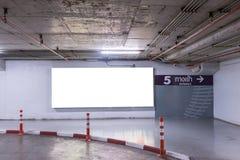 地下与空白的广告牌的停车库内部 库存图片