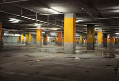 地下停车库内部的图象 图库摄影