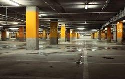 地下停车库内部的图象 免版税库存图片
