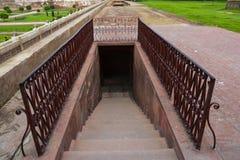 地下台阶在古老Shalimar庭院拉合尔里 库存图片