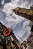 地下和大笨钟在伦敦 库存照片
