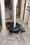 地下室井底水窝水泵缸住所改善 免版税库存照片