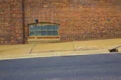 地下室块玻璃窗 免版税库存图片