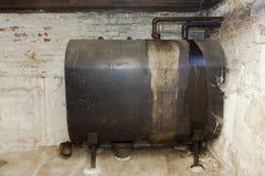 地下室民用燃料油坦克 库存照片