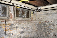 地下室老管道系统 免版税库存照片