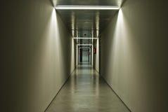 地下室走廊 免版税图库摄影