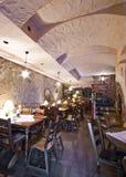 地下室餐馆 免版税图库摄影