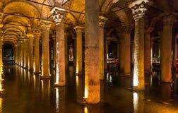 地下水宫殿,是在伊斯坦布尔下以前在的最大数百个古老储水池 免版税库存照片