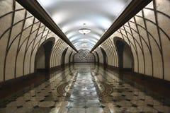 地下现代走道内部阿尔玛蒂哈萨克斯坦 免版税库存图片