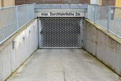 地下的停车库 免版税库存照片
