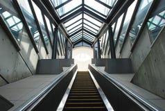 地下自动扶梯段落 库存照片