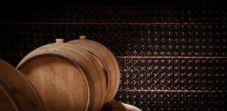 地下葡萄酒库,木桶,装瓶存贮, 免版税库存图片
