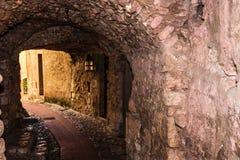地下过道在美丽如画的山村埃兹,法国 免版税库存图片