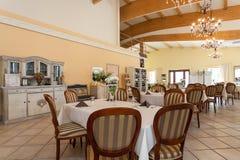 地中海内部-用餐空间 库存照片