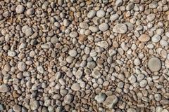 地中海在伊维萨岛海岛洗涤在海滨的优美的石头 免版税库存图片