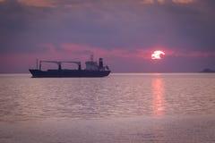 地中海在海运日落 库存图片