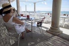 地中海大阳台鸡尾酒 库存照片