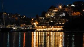 地中海宝石:Syvota的主要口岸在夜之前 免版税库存图片