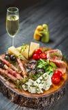 地中海开胃小菜酒快餐集合 库存图片