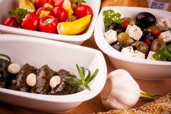 地中海开胃小菜,藤叶子充塞用胡椒 库存图片