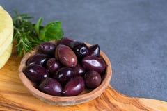 地中海开胃菜开胃小菜塔帕纤维布calamara橄榄和garl 免版税图库摄影