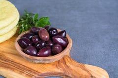 地中海开胃菜开胃小菜塔帕纤维布calamara橄榄和garl 图库摄影