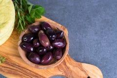 地中海开胃菜开胃小菜塔帕纤维布calamara橄榄和garl 免版税库存照片