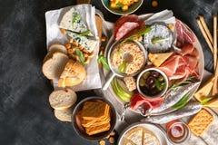 地中海开胃菜 意大利语的食品成分 库存照片