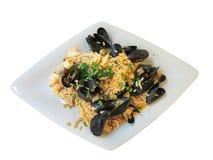 地中海意大利煨饭用虾,淡菜和蛤蜊,被隔绝 免版税库存照片