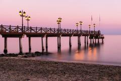 地中海日落在马尔韦利亚,太阳海岸,西班牙 库存图片