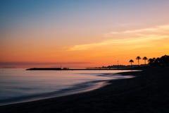 地中海日落在马尔韦利亚,太阳海岸,西班牙 免版税图库摄影